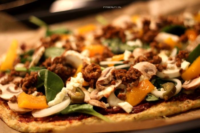 recept-paleo-pizza-bloemkool-bodem-10