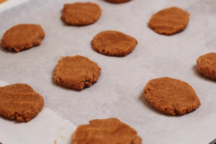 Recept-glutenvrije-suikervrije-vegan-zachte-pindakaas-koekjes-11