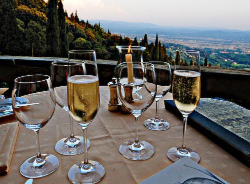 wijn-drinken-op-een-berg