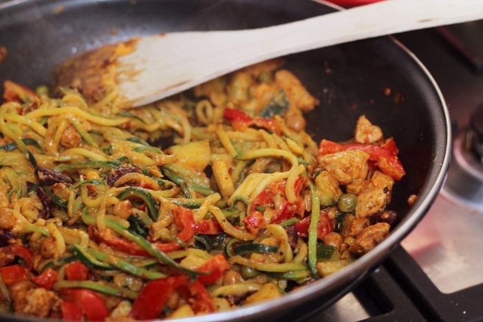 recept-courgette-spaghetti-restjes-hummus-15