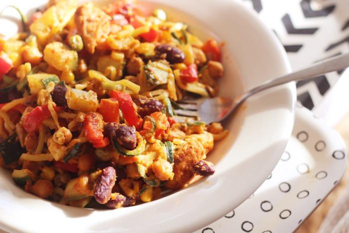 recept-courgette-spaghetti-restjes-hummus-17