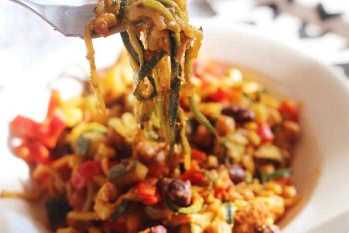 recept-courgette-spaghetti-restjes-hummus-19
