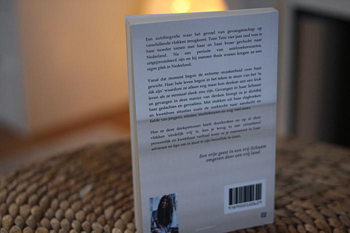 eindelijk-vrij-achterkant-boek-teni