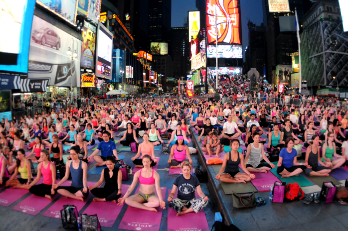 times-square-world-yoga-day