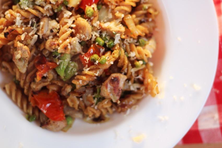 recept-avocado-pasta-kip-zongedroogde-tomaat-11