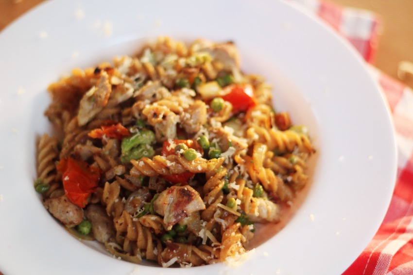 recept-avocado-pasta-kip-zongedroogde-tomaat-12