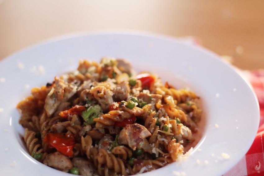 recept-avocado-pasta-kip-zongedroogde-tomaat-14