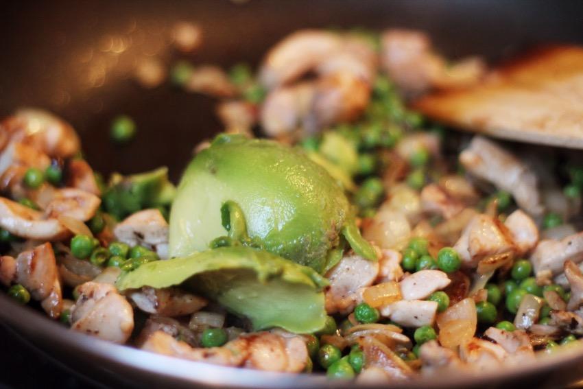 recept-avocado-pasta-kip-zongedroogde-tomaat-6