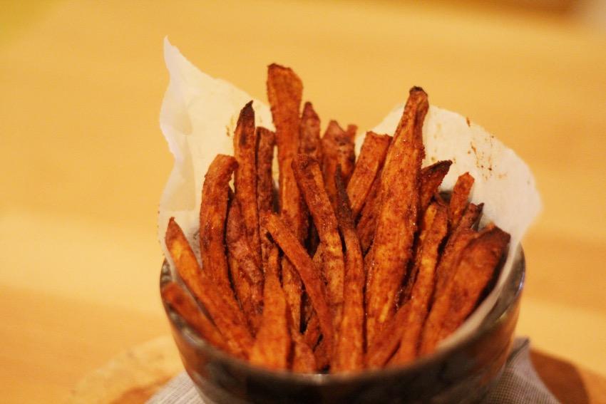 recept-zoete-aardappel-friet-yoghurt-dip-13