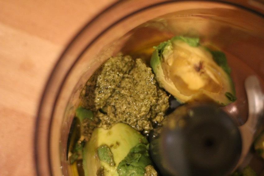recept-avocado-pesto-pasta-3