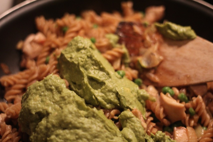 recept-avocado-pesto-pasta-6