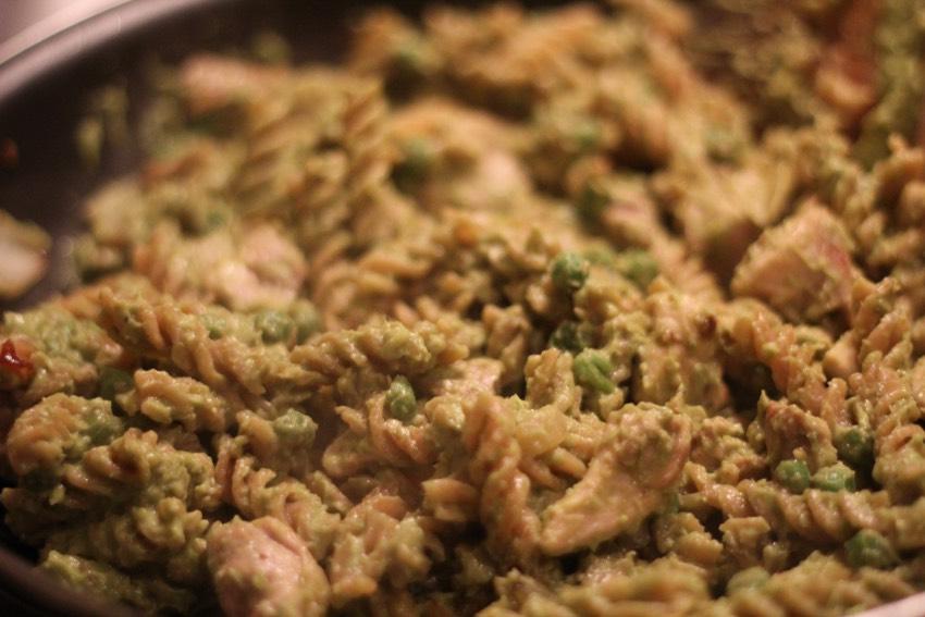 recept-avocado-pesto-pasta-7
