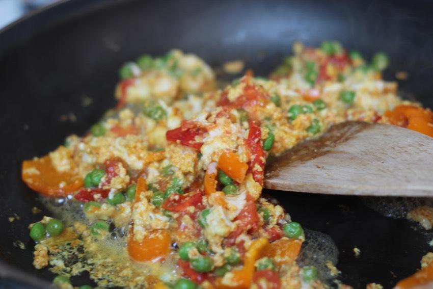 romige-omelet-avocado-huttenkase-recept-3