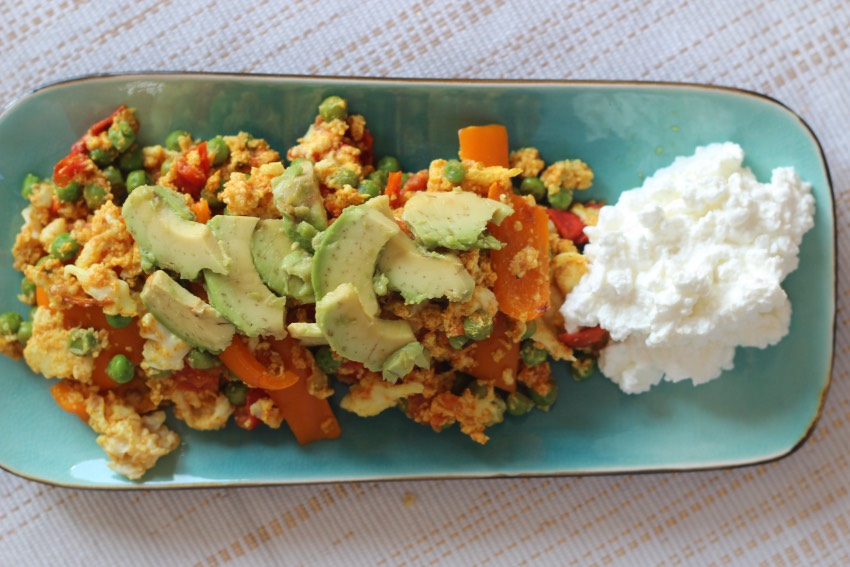 romige-omelet-avocado-huttenkase-recept-6