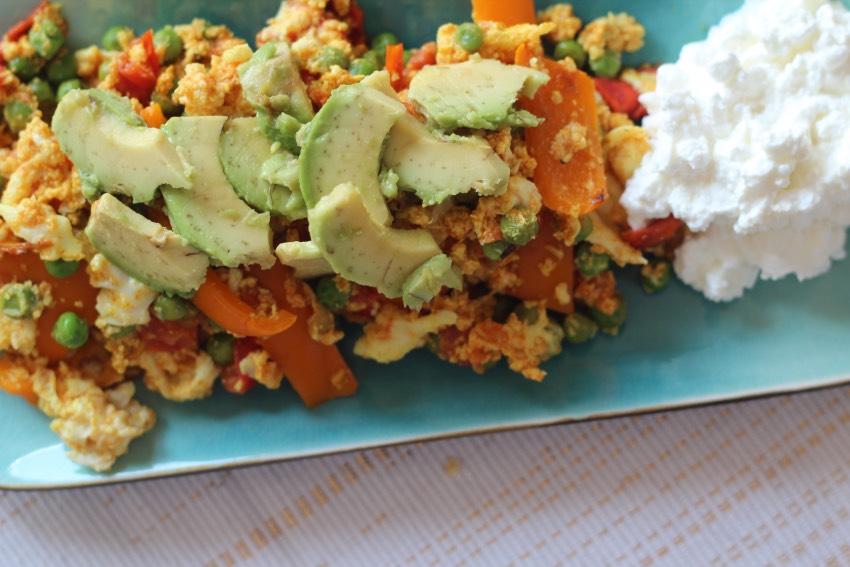 romige-omelet-avocado-huttenkase-recept-8